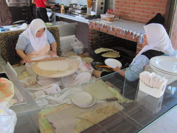 Gözleme preparation and cooking at Hierapolis