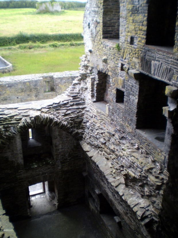 Carrigafoyle Castle, interior view facing down from the third floor