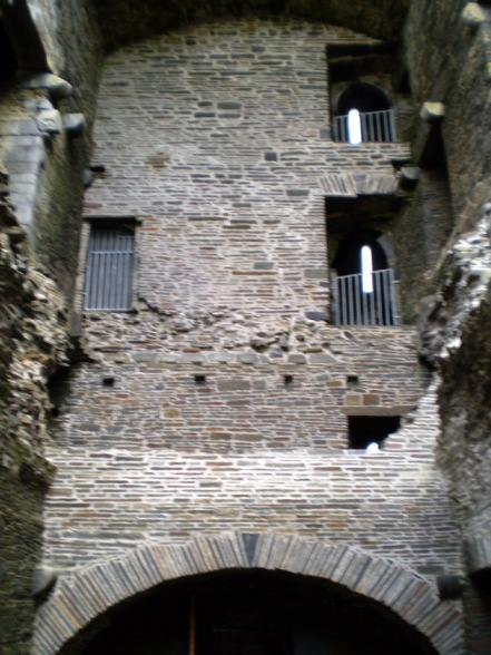 Carrigafoyle Castle, interior view facing up