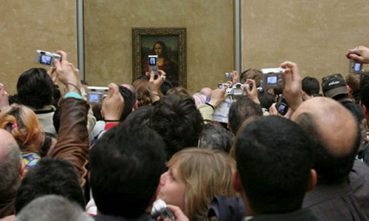 Crowd viewing the Mona Lisa, Louvre, Paris