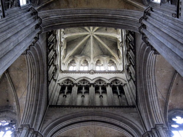 Ceiling of the central crossing.