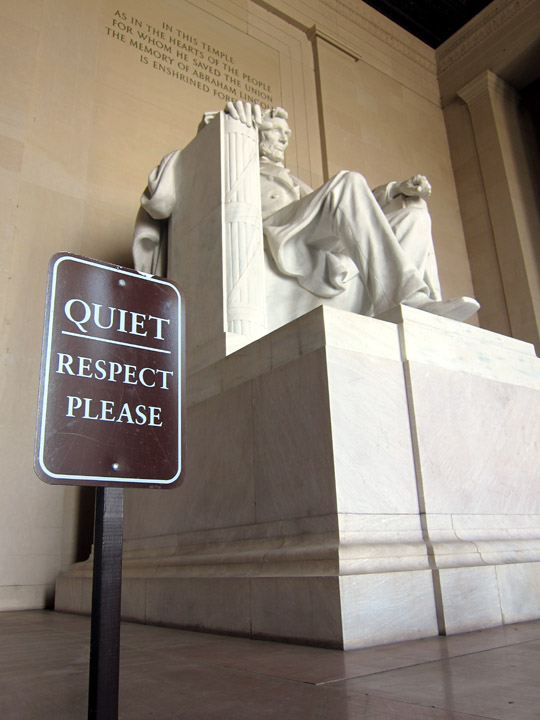 lincoln memorial quiet sign