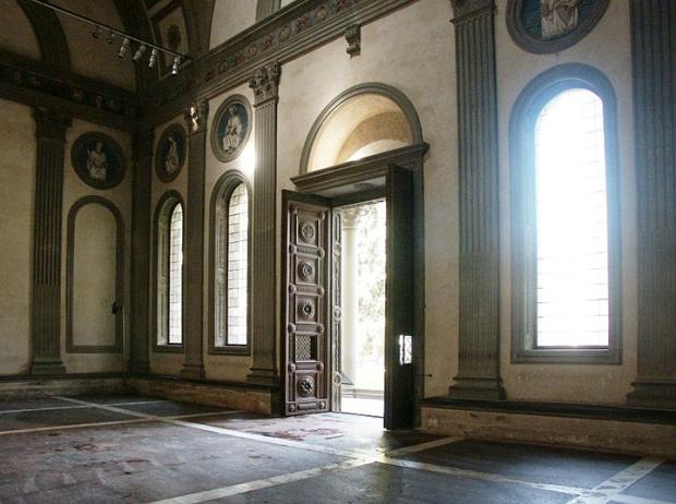 Entrance to the Pazzi Chapel