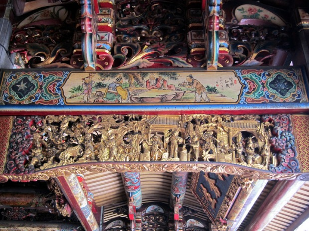 Carved ceiling decorations, Baoan TempleBaoan Temple