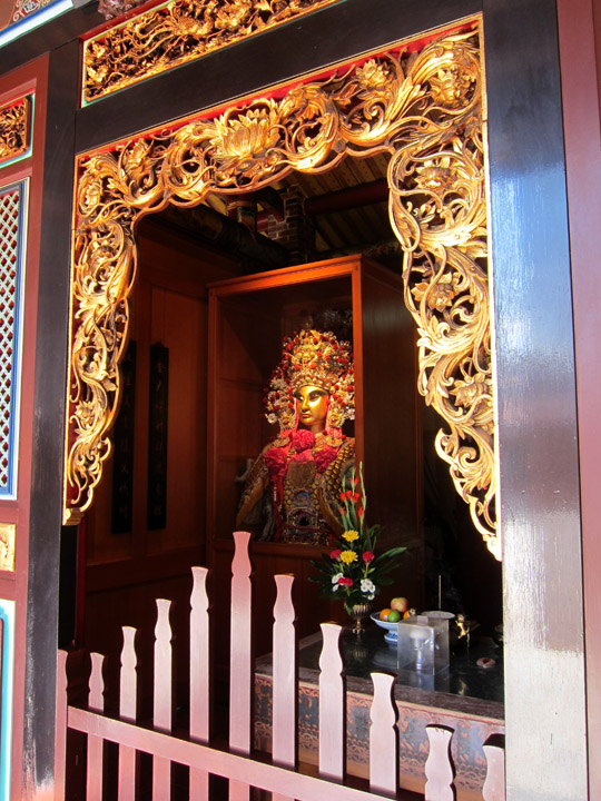 Deity in a small chapel, Baoan Temple