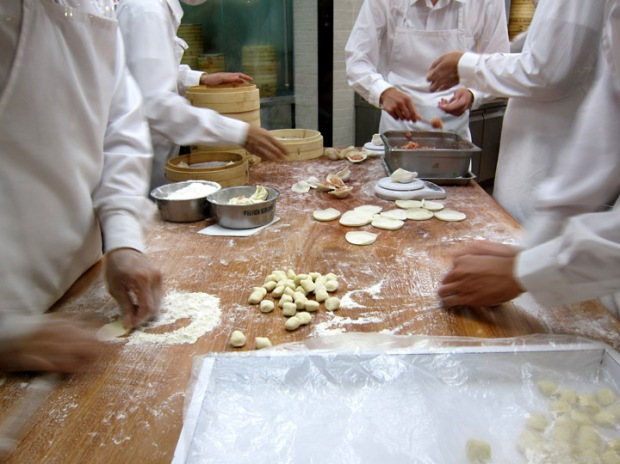 making dumplings, Din Tai Fung