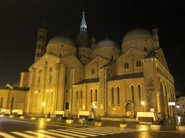 Basilica of St. Anthony of Padua at night
