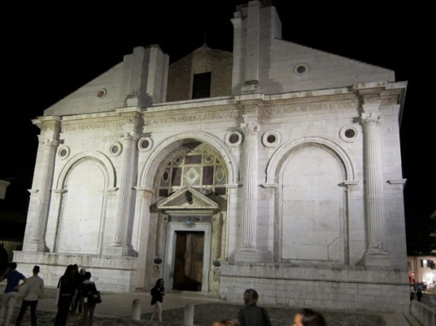 Tempio Malatestiano at night, Rimini