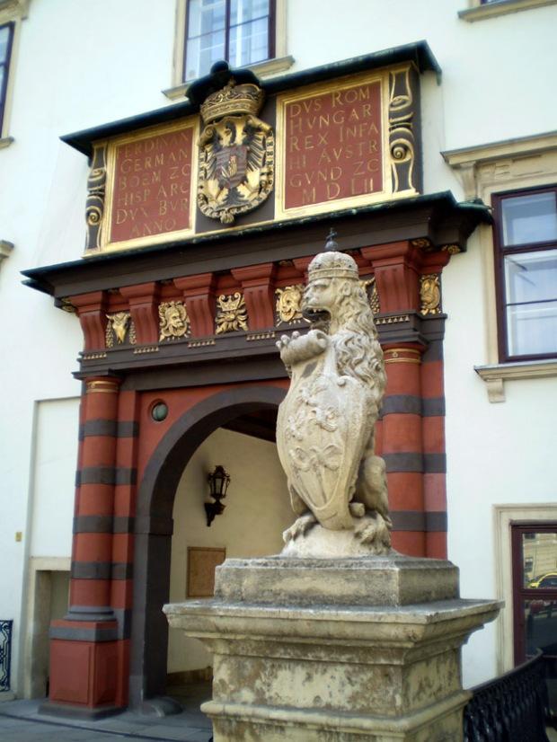 Imperial Treasury Vienna entrance