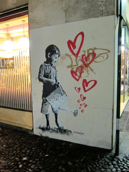 hearts street art