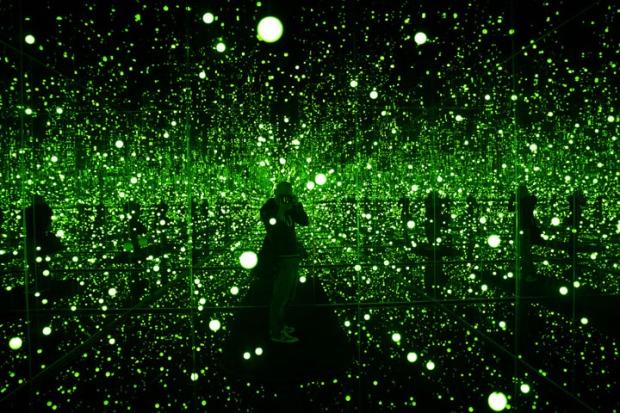 mirror selfie 1 - Yayoi Kusama, Infinity Mirrored Room