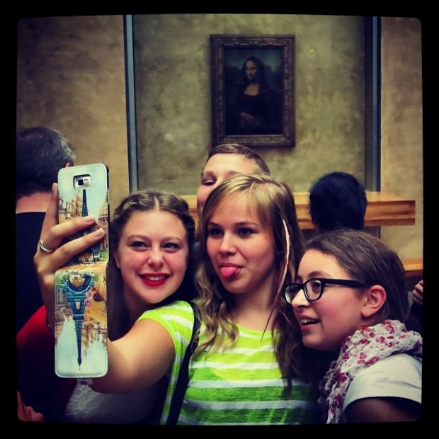 Mona Lisa group selfie
