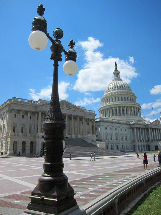 US Capitol and lamppost