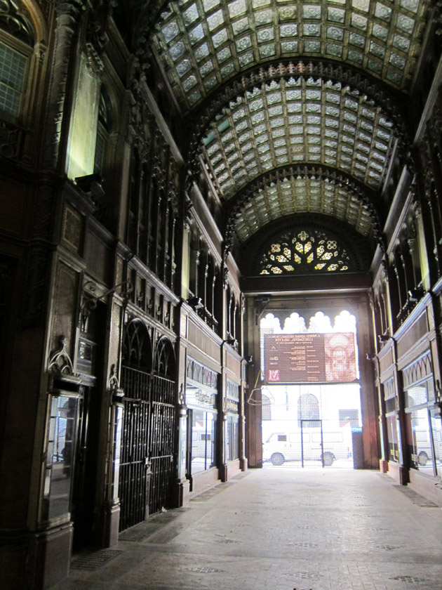 Hidden budapest the abandoned p rizsi udvar daydream tourist - Corridor entrance ...