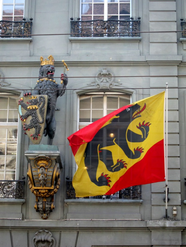 A heraldic lion and the Bear flag of Bern.
