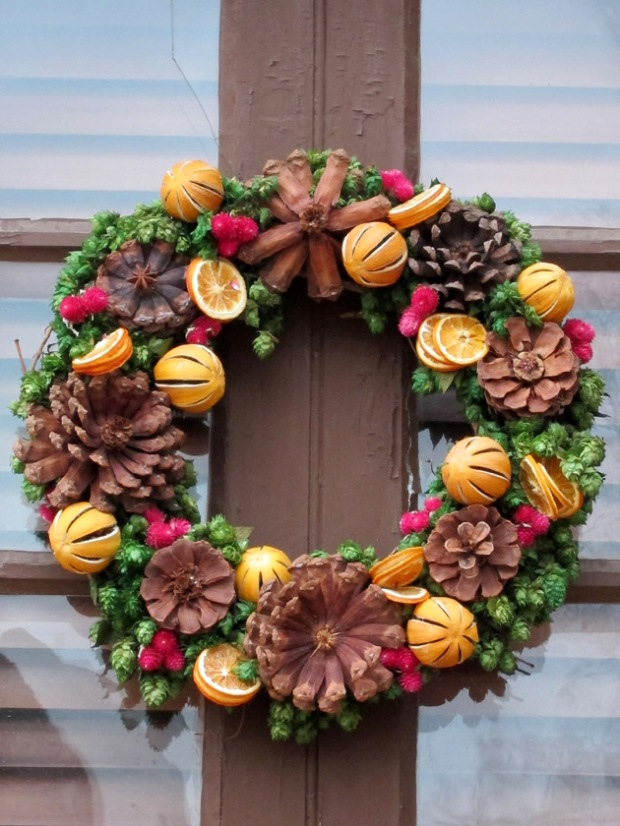 Oranges and pine cones wreath, colonial Christmas decorations