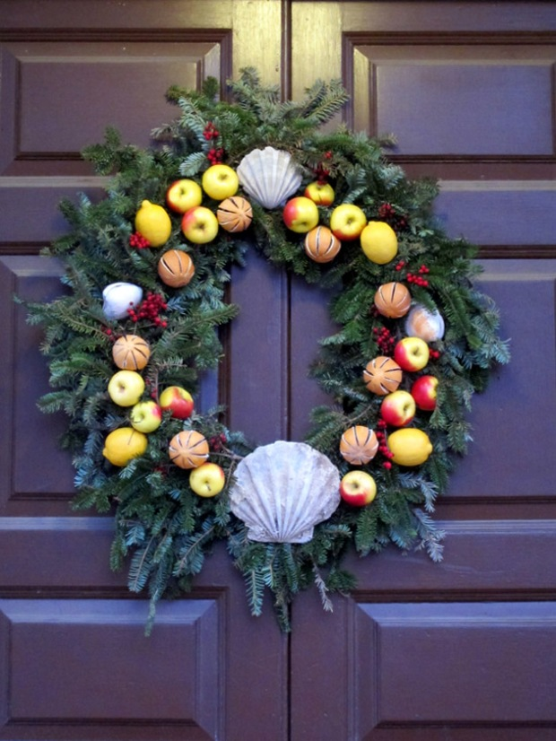 orange, apple and clam Christmas wreath